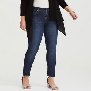 Torrid Denim • Boyfriend Stretch Medium Wash Jeans